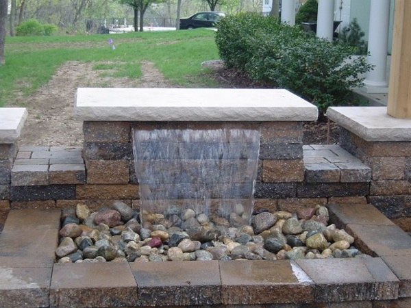 This Formal Falls follows the traditional installation of a sheer waterfall using block. Created in a 4x6ft area.