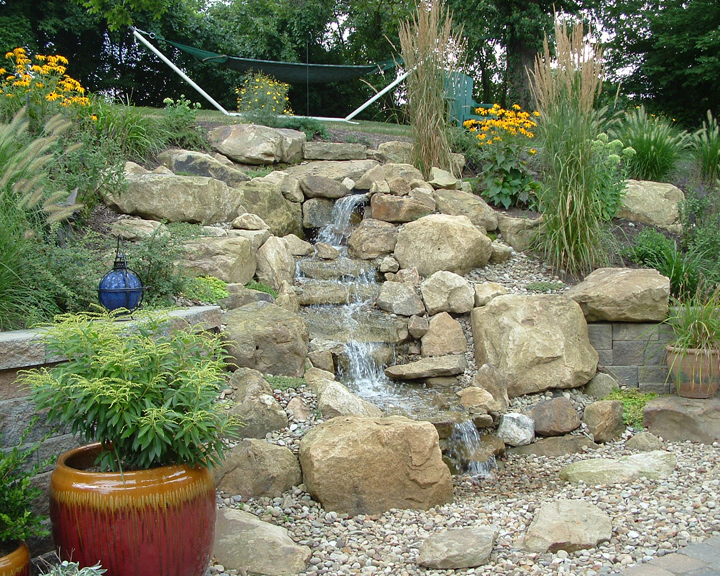 If you are looking to incorporate larger boulders and need a wide liner, the Medium Kit will help you construct a 10-15ft stream as wide as 3-6ft depending on the size of boulders. Pump flow: 4,200gph.