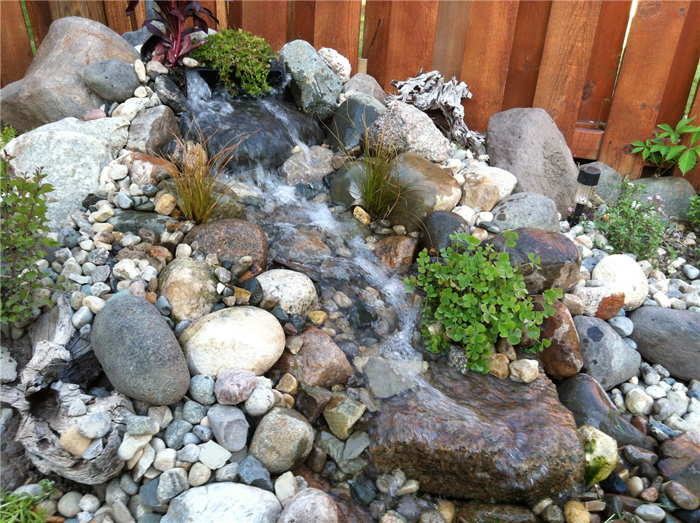 Using a mixture of boulders the 3-4ft stream bed has scale, strong 1,800gph water flow and can be built practically anywhere in your landscape.